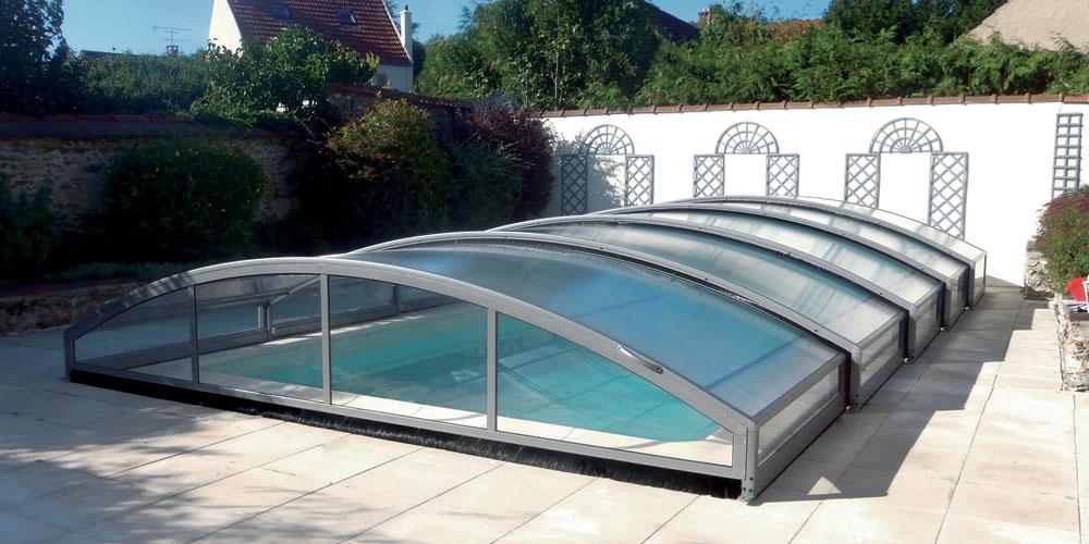 G nie un abri bas pour votre piscine par aladdin concept for Abri de piscine bas